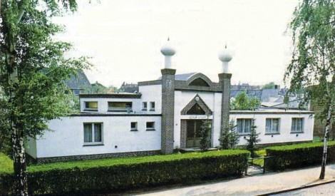 The Fazle Omar Mosque in Hamburg is the second purpose-built mosque in Germany. The mosque in Wieckstraße is run by the Ahmadiyya Muslim Community (AMJ) and was inaugurated on July 22, 1957 by Sir Muhammad Zafrulla Khan.