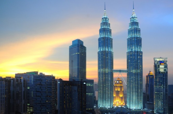 Kuala Lumpur: Petronas Twin Towers are twin skyscrapers and were tallest buildings in the world from 1998 to 2004.
