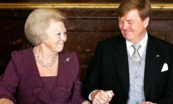 New Dutch King Willem-Alexander holds the hand of his mother Queen Beatrix during an abdication ceremony at the Royal Palace in Amsterdam. (Reuters)