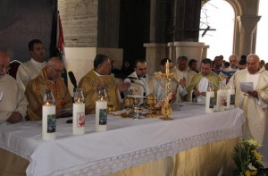 Christian clergy are seen during a mass. Activists and religious leaders call for measures to attract Christian Jordanians back, especially those who left for exile after the Arab Spring (Petra file photo )