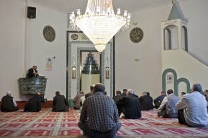 The majority of practising imams in Switzerland do not speak a national language according to a 2009 study by the National Science Foundation (Keystone)