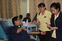 A pastor giving blood at the Ahmadiyya Mosque in Singapore