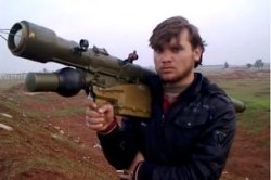 A fighter holds a MANPAD launcher, of which hundreds have been found to be in the hands of Syrian rebels (Keystone)