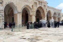 israeli-forces-outside-al-aqsa-mosque