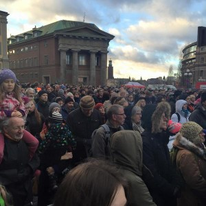 Saleem Javed @mSaleemJaved Читать #Stockholm: Thousands of Swedes protest against recent wave of arson attacks on mosques. #svpol #migpol