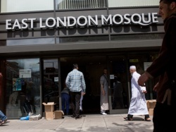 LONDON, ENGLAND - JUNE 19:  People arrive at the East London Mosque to attend the first Friday prayers of the Islamic holy month of Ramadan on June 19, 2015 in London, England.  Muslim men and women across the world began to observe Ramadan, a month long celebration of self-purification and restraint, earlier this week. During Ramadan the Muslim abstain from eating, drinking, smoking and having sex between sunrise and sunset, breaking their fast with an Iftar meal after sunset.  (Photo by Rob Stothard/Getty Images)