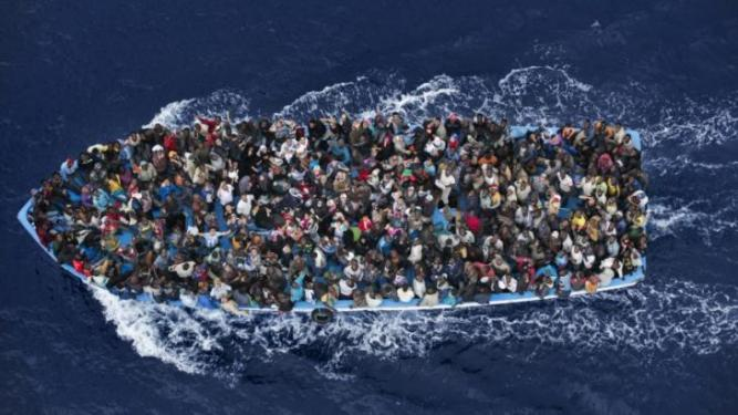 boat-filled-with-refugees-ap_1
