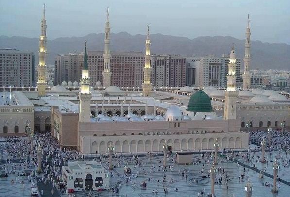 Medina-Masjid-an-Nabawi-in-foreground