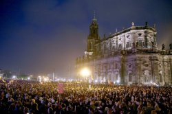 DRESDEN, GERMANY - OCTOBER 19 :   Supporters of the Pegida movement  (Patriotic Europeans against the Islamization of the West) gather on the first anniversary of the anti-Islam group march on October 19, 2015 in Dresden, Germany. (Photo by Mehmet Kaman/Anadolu Agency/Getty Images)
