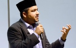 Azam Akram, an imam within the Ahmadiyya Muslim Community, speaks Nov. 18 at the College of DuPage in Glen Ellyn about the issue of radicalization and how the members of those radical groups do not reflect the true view of Islam.