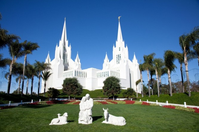 temple-of-the-church-of-jesus-christ-of-latter-day-saints-lds-or-mormons-in-san-diego-CA-USA-1600x1066-1024x682