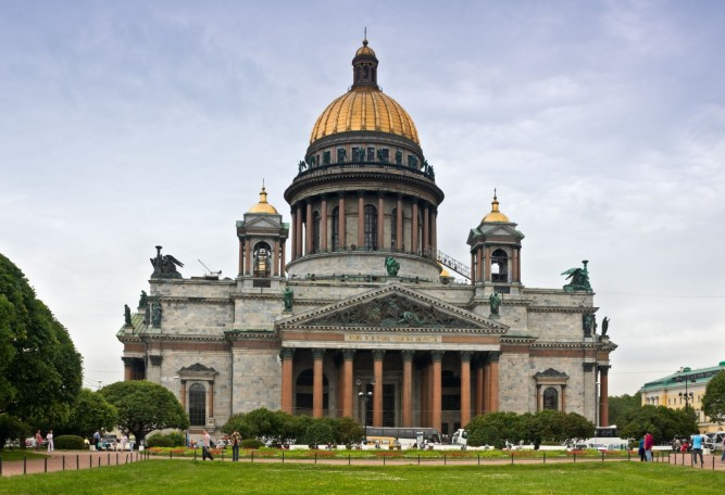 saint-isaac-cathedral-in-st-petersburg-russia-1600x1094
