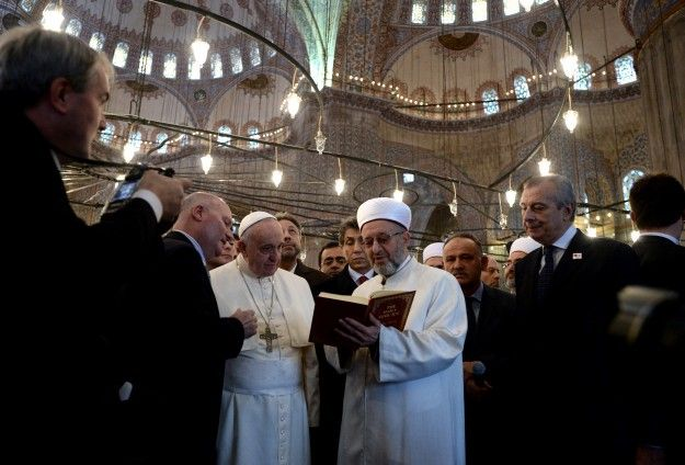 pope-francis-at-Istanbu-mosque