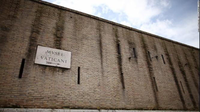 160218182339-vatican-wall-exlarge-169.jpg