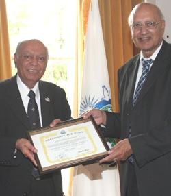 Dr Hari shukla recieving ambassador for peace award.jpg