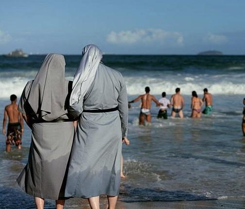 nun beach wear II