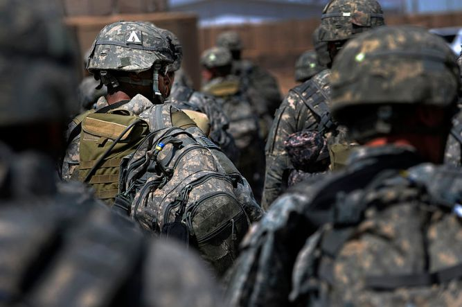 U.S._Soldiers_with_4th_Brigade_Combat_Team_82nd_Airborne_Division_travel_from_Camp_Zafar_to_Camp_Stone_Afghanistan_Aug._24_2009_