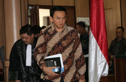 ahok-coming-to-the-trial