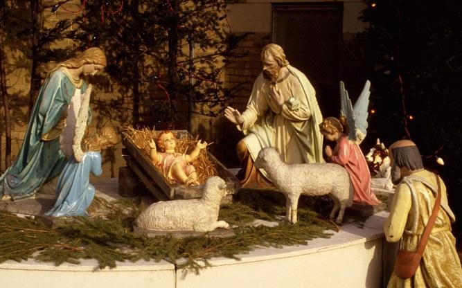 christmas_holiday_jesus_manger_sheep_needles_people_angels_figurines_46775_3840x2400