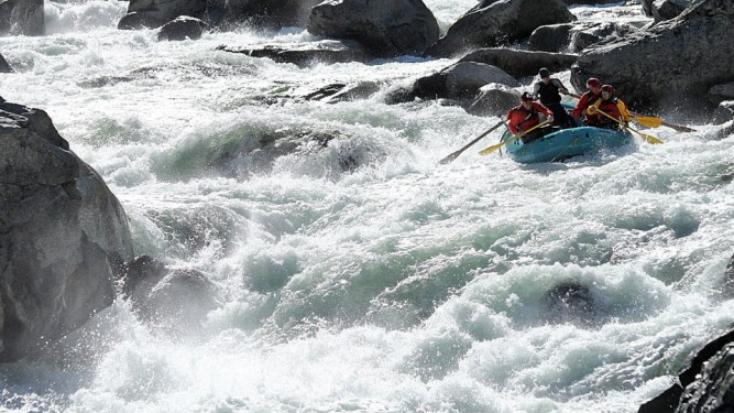 rapids-690x540_AORafting-1
