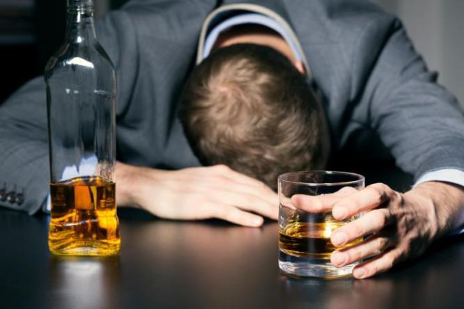 addiction drunk-man-with-his-head-on-the-bar