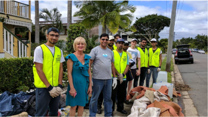 FLOOD OF SUPPORT: Members of the Stockleigh Ahmadiyya muslim community rally to help the recovery effort after 2017's Logan and Albert River inundation. Photo: Supplied