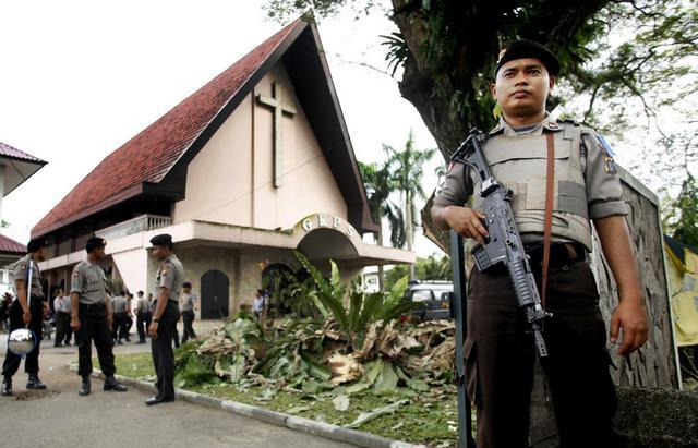 INDONESIA_(f)_1217_-_indonesia-christmas-security.jpg