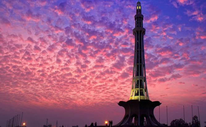 Pakistan minaret