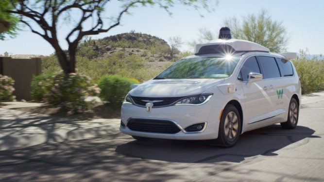 170425115527-waymo-self-driving-car-gives-free-rides-780x439