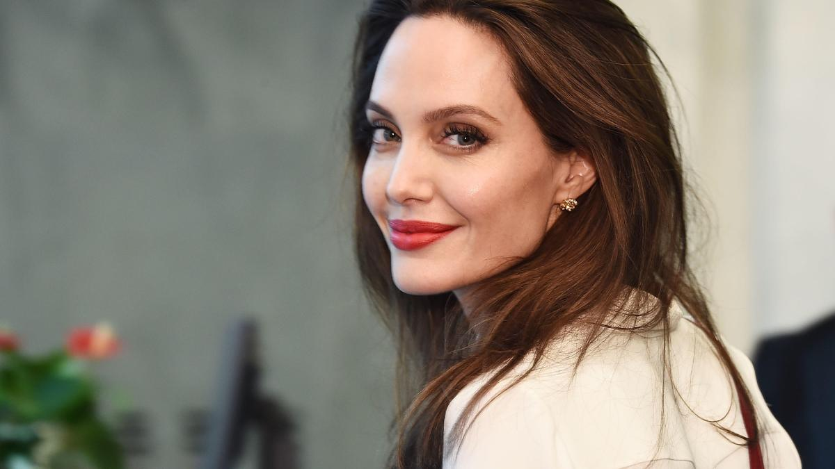 Angelina Jolie gene testing for all?