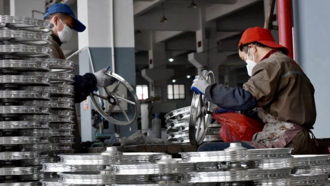_99644769_china.bicycle.factory.workers.g