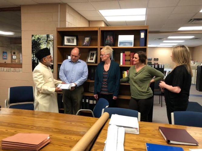 USA: Ahmadiyya Muslim Community Detroit gifts Holy Quran & Islamic literature to Milford's Public Library