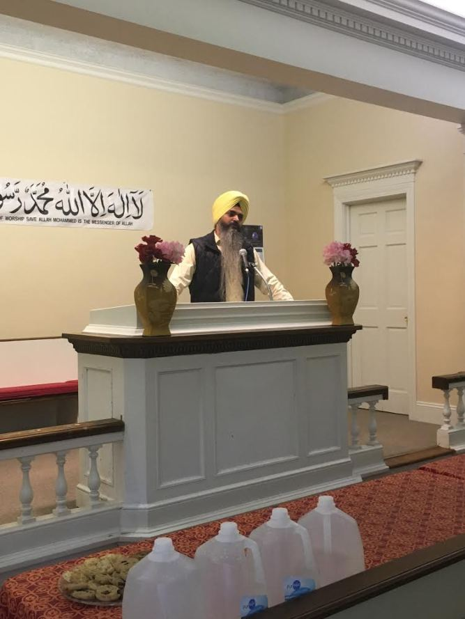 Dr. Kuldeep Singh explaining the Sikh Holy Scripture at the Interfaith Symposium hosted by the Ahmadiyya Muslim Community