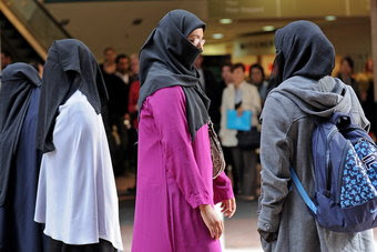 Australia-police-get-power-to-demand-burqa-removal1