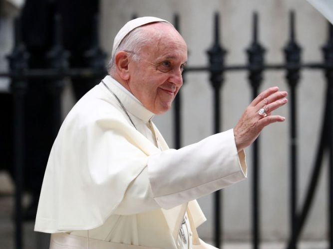 skynews-pope-francis-ireland_4401063