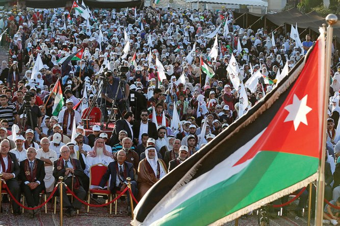 0917-musl-mod-jordan-crowd