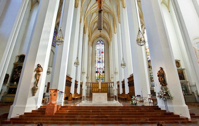 germany-munich-cathedral-interior