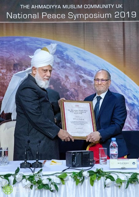 Dr Mednick is winner of Ahmadi Muslim Peace Prize.jpg