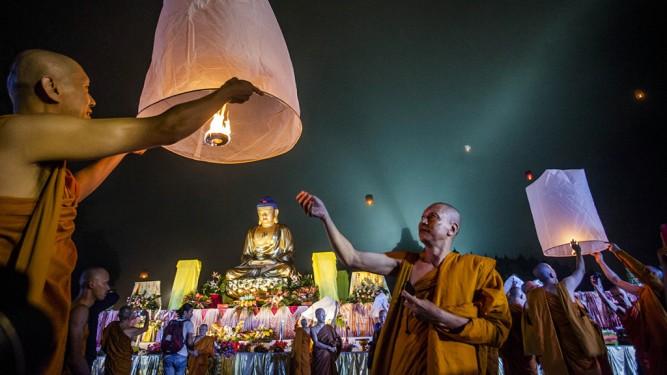 Indonesian Buddhists Celebrate The Vesak Holiday