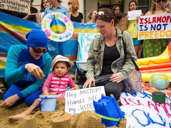 burkini-protest-london-4