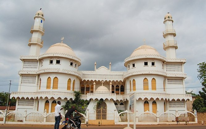 The Ahmadiyya Central Mosque, Tamale, in the Dagbon Kingdom. Pic courtesy: By Ghana Decides, Wikki Commons