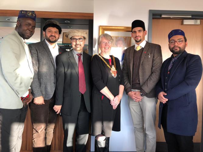 Ahmadiyya Muslim Organisation Wolverhampton welcomed at the mayor's office
