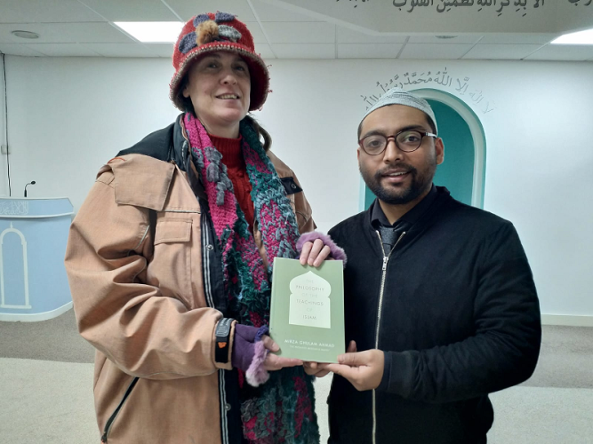 UK: Ahmadiyya Muslim community hosts Coffee Mornings to connect with Locals