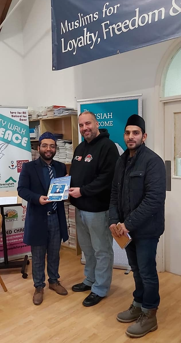 Former Member of European Parliament (MEP) Bill Etheridge meets the Ahmadiyya Muslim Community