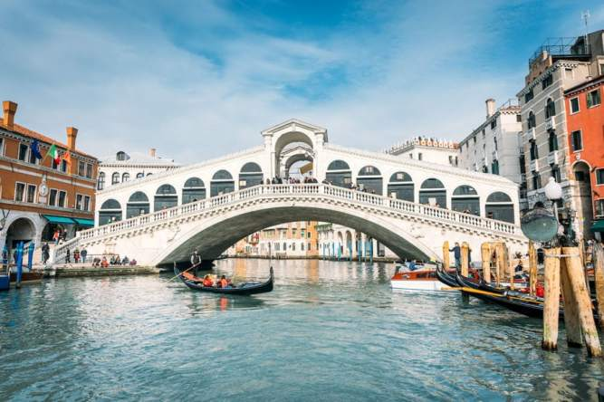 venice-italy-highlights-guide-900x600